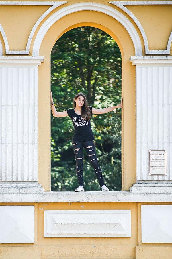 Ensaio fotográfico externo de 15 anos realizado por Bliss Fotografia no Bosque Alemão em Curitiba.