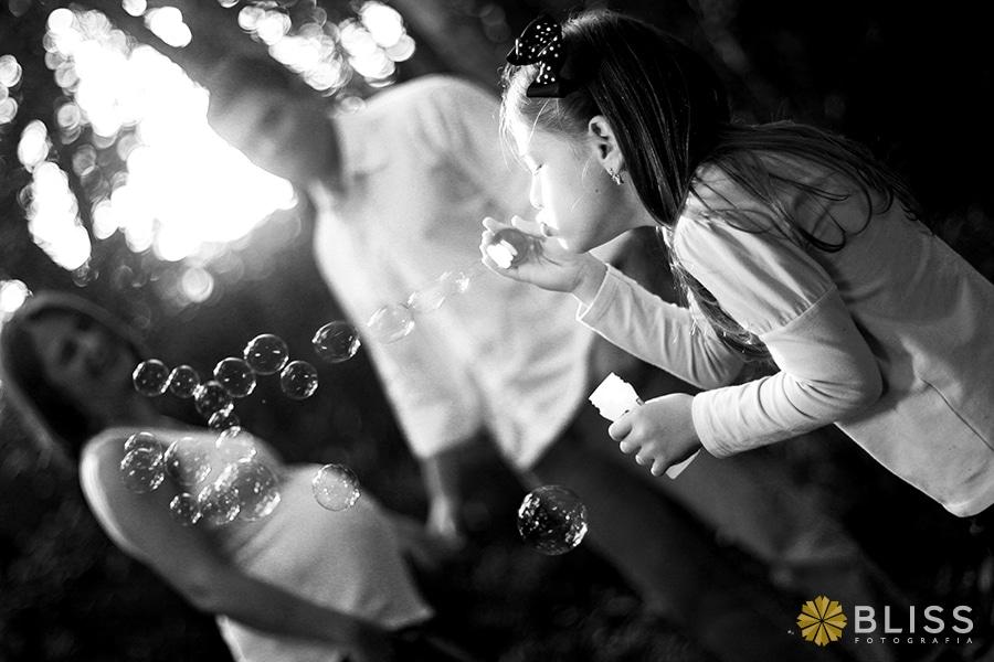 Book Fotográfico de gestante realizado por Bliss Fotografia. Ensaio fotográfico de gestante no bosque Portugal no Jardim Social.