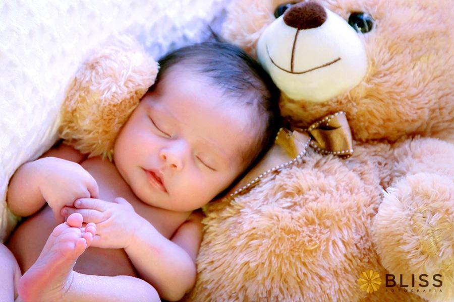 Fotos newborn reazliado pelo estúdio Bliss Fotografias de Curitiba