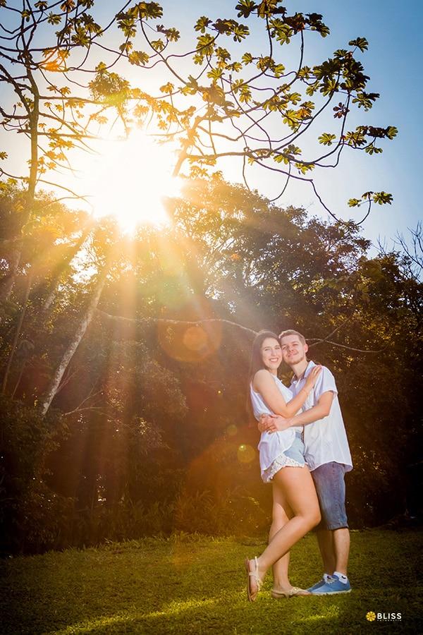 Ensaio fotografico pré wedding em Antonina Paraná realizado por Bliss fotograifa. Fotografia de Casal. Book fotografico de casal.