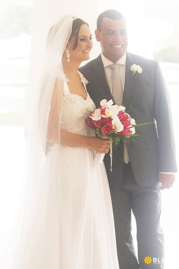 Fotografia de casamento na igreja Santo Agostinho em Curitiba realizado por Bliss Fotografia. Fotografo casamento Curitiba.