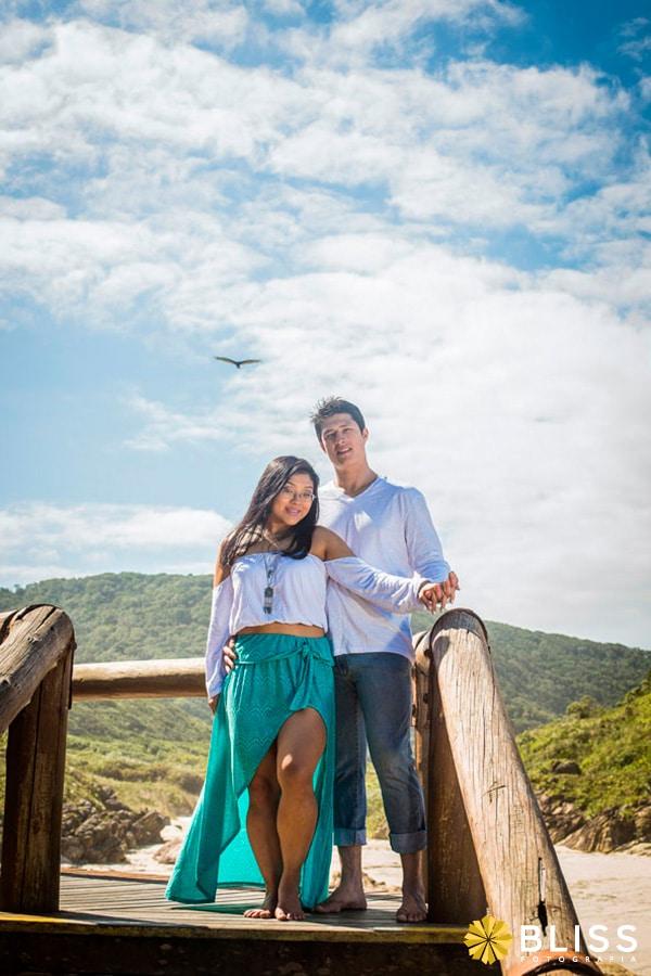 Ensaio fotográfico de noivos na ilha do mel realizado por Bliss Fotografia.