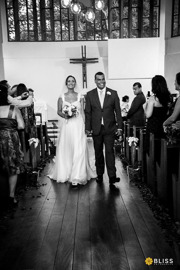 Fotografia de casamento na igreja Santo Agostinho em Curitiba realizado por Bliss Fotografia. Fotografo casamento curitiba