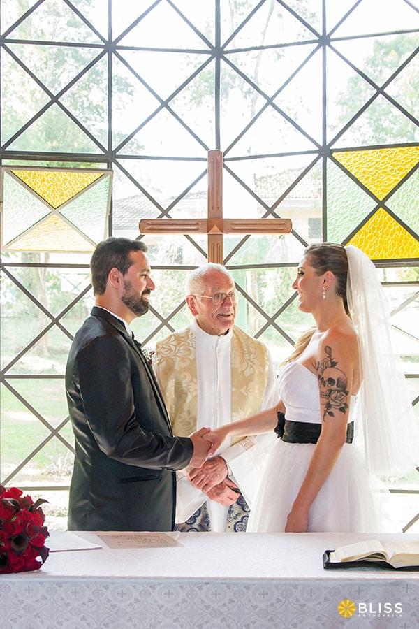 Fotos de casamento no Santuário Nossa Senhora da Salette realizado por Bliss fotografia. Fotos de casamento em curitiba. fotografo de casamento curitiba