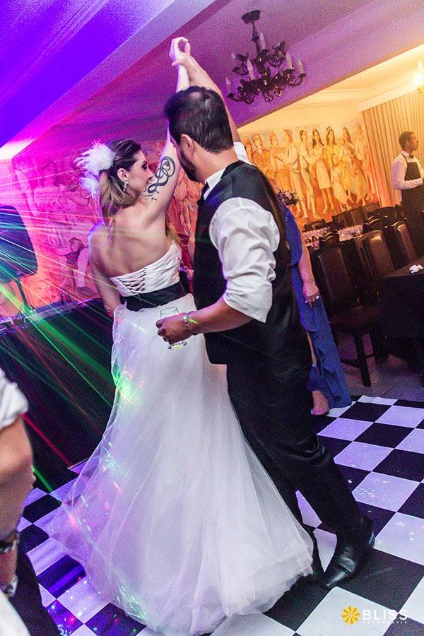 Fotos de casamento no Santuário Nossa Senhora da Salette realizado por Bliss fotografia. Fotos de casamento no restaurante Castelo Treviso. fotografo de casamento curitiba