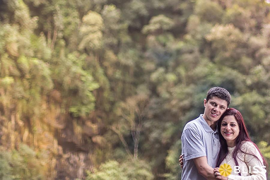 Ensaio fotográfico externo de casal realizado por Bliss Fotografia no parque Unilivre em Curitiba.