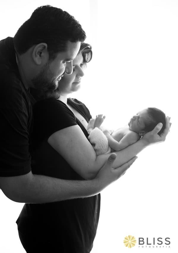Book fotográfico newborn. Book fotográfico de recém nascido realizado por Bliss Fotografia. newborn curitiba. ensaio newborn.